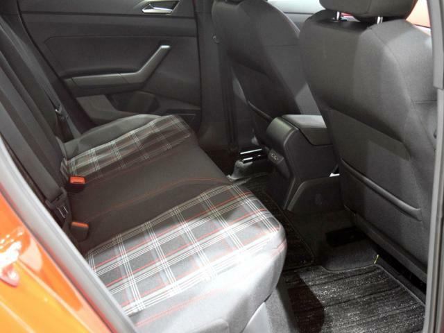 リヤシートは頭上や足元が広くなり、乗り降りもしやすくなりました。 後部座席にはISOFIX基準適合チャイルドシート固定装置が装備されておりますので、取り外しが簡単に出来ます。