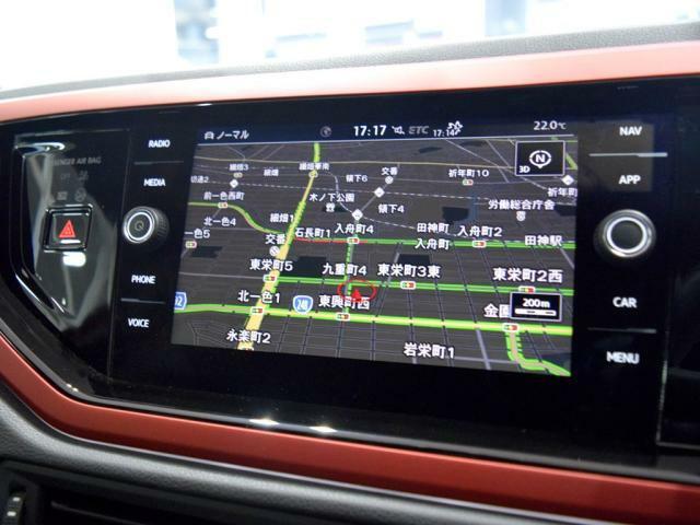 """""""DiscoverPro""""大画面 8インチタッチパネルの高性能ナビには、フルセグTV、CD、DVD、SDカード、Bluetoothの機能を搭載しています。"""