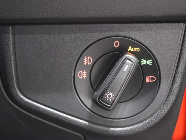 ロータリー式のライトスイッチはオートライト機能付で夜道やトンネルも安心です。
