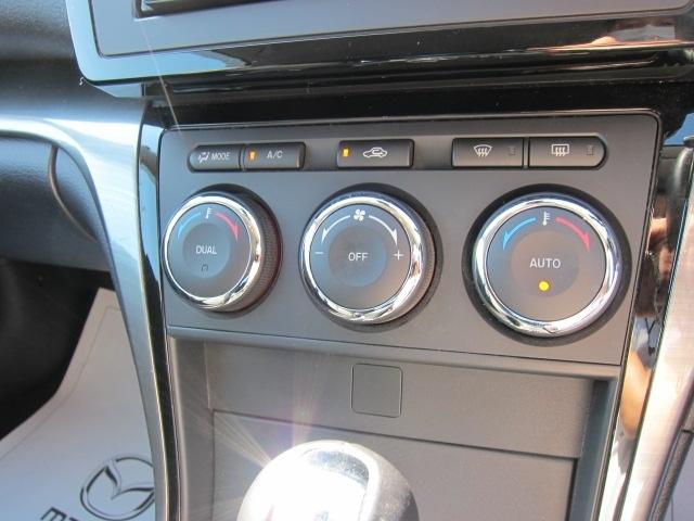 オートエアコン付き!温度設定だけで快適ドライブをサポート致します!