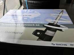 SACHS社製ダウンサスを装備!見ためと機能性に優れております。固すぎず、理想の足回りです。