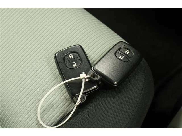 ■スマートキー■ドアの施錠開錠はもちろんのこと、エンジン始動もラクに行えます。