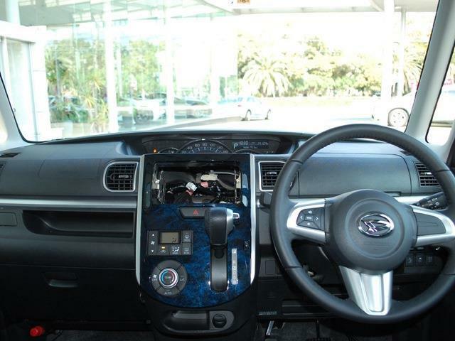 人気車タントカスタムまたまた入荷しました・最上級グレード・きれいなディープブルークリスタルマイカです・詳細はHPをご覧下さい!