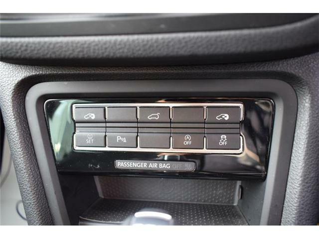 両側パワースライドドア、パワーテールゲート、タイヤ空気圧警告、障害物センサー、アイドリングストップ、横滑り防止機能搭載。