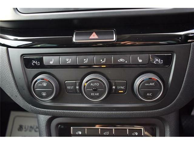 3ゾーンフルオートエアコンディショナー。運転席と助手席と後席の3つのゾーンで温度などを独立して設定できます。シートヒーター(運転席/助手席)装備。