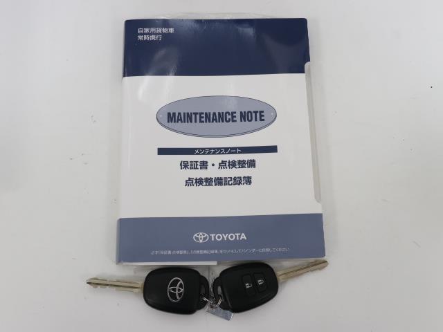 メンテナンスノートですね。 車の情報が凝縮されています。 車の整備記録が記載されている大事な物ですよ。