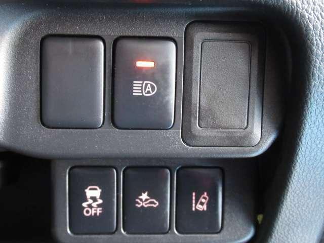 踏み間違い衝突防止アシスト搭載☆駐車操作などで万一ブレーキ操作が遅れ、障害物と衝突する危険を察知したり、アクセルとブレーキを間違えて踏み込んだ時に、エンジン出力やブレーキを制御し衝突防止を支援します。