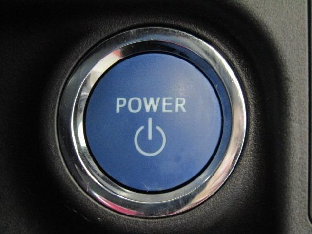 エンジンスタート、ストップスイッチです。プッシュスイッチひとつでエンジン始動。便利なスマートキー装備車です。