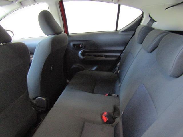 リヤシートはゆとりある座席姿勢を保てるよう、長い座面を採用。シートバックの角度も最適化することで快適な座り心地を実現しています。