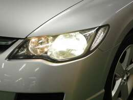 ディスチャージヘッドライトが夜間の安全なドライブをサポートしてくれます!照射範囲が広くなり安心して運転できますよ!