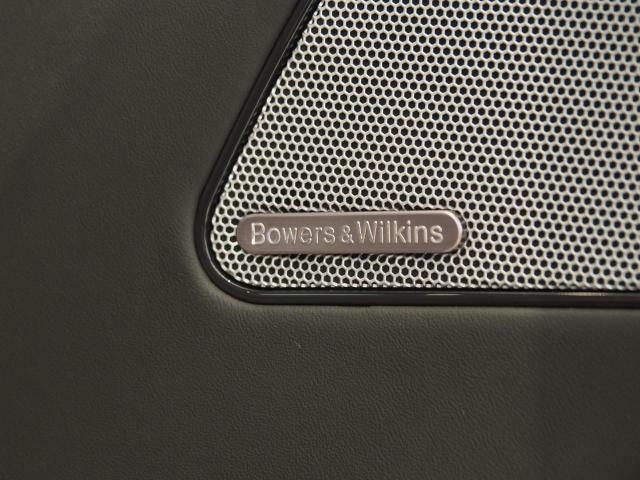 Bowers&Wilkinsプレミアムサウンドシステムの上質な音質で車内をより一層盛り上げます。
