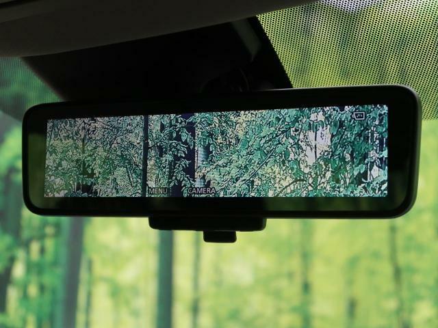 インテリジェントルームミラー装備☆夜間や雨の日でもしっかりと後方が確認できるので安全ですね!