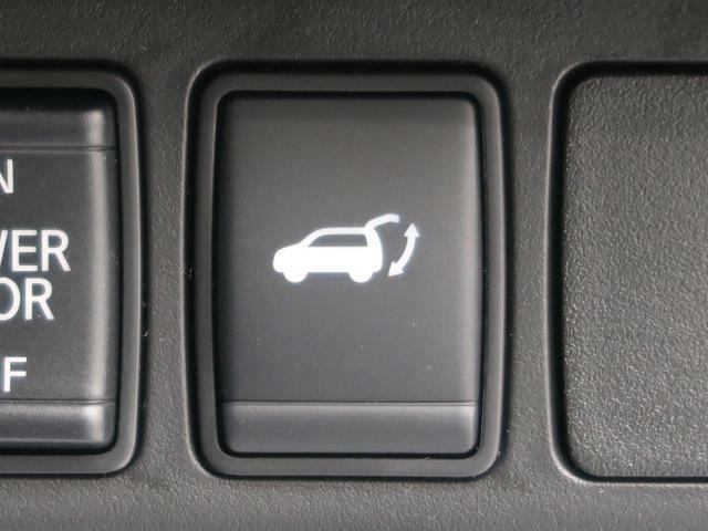 パワーバックドア装着車。重たいトランクもワンタッチで開閉できますね。