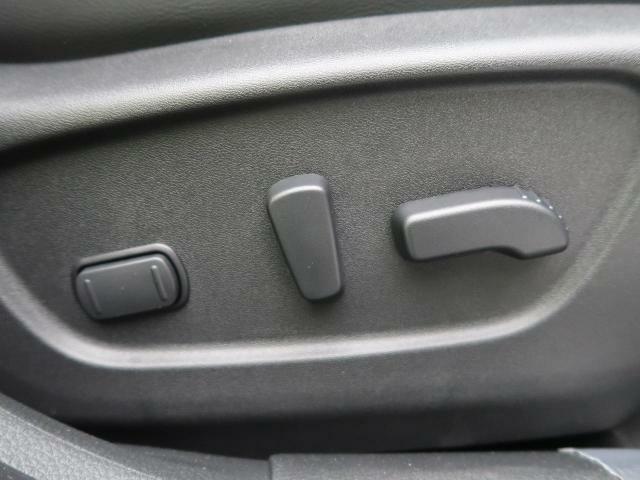 パワーシートなので座席の調節もラクラク☆快適なドライビングポジションを見つけて下さい!