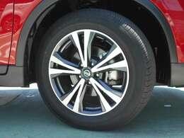 日産純正アルミホイール タイヤサイズは225/60R18です。