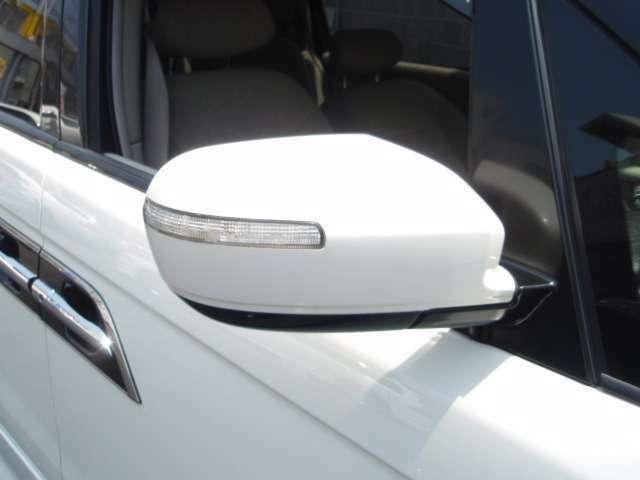 ウィンカードアミラー装備!対向車への視認性や左側巻込み防止にも役立ちます。