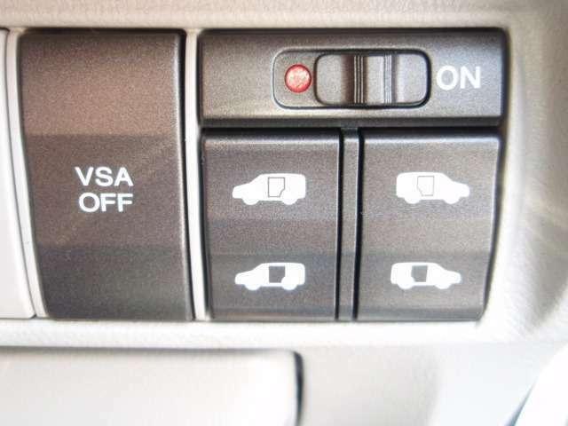 両側電動スライド機能を装備!車内からスライドドアの開閉操作が出来ますのでとても便利です。解除ボタンも備わっていますので狭い個所の場合には必要な分だけドアを開閉ができドアを傷つける心配もありません!