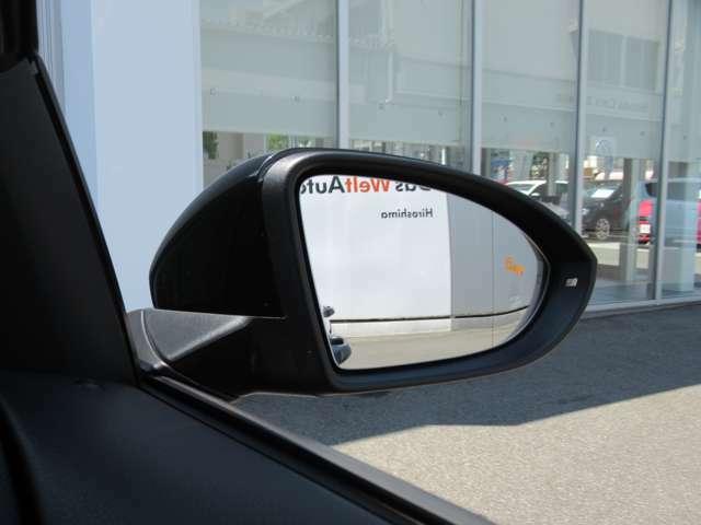 (ブラインドスポットディテクション)後方死角検知機能付です。15km/h以上で作動し、追い越してきた車両など死角に潜む危険を察知しドアミラーに内蔵されたランプで注意を促してくれます。