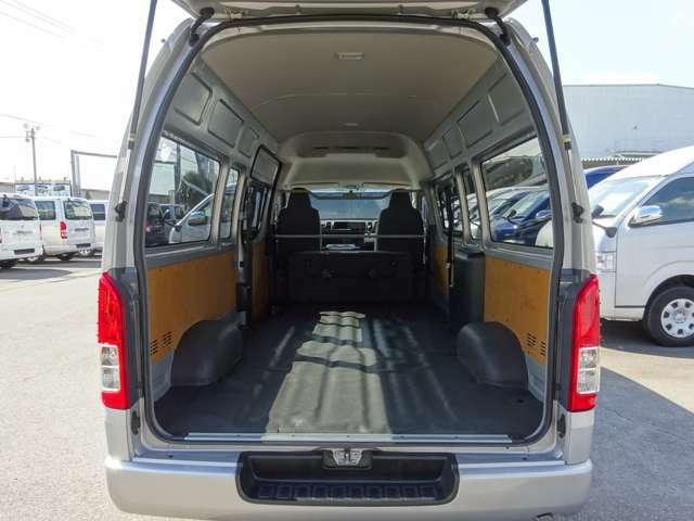 2016年7月登録/型式:CBF-TRH221K/1ナンバー(普通貨物車)/1年車検/2700cc/ガソリン車/2WD/3[6]人乗り/リヤクーラー+リヤヒーター付/ローダウン(1インチ/25mm)