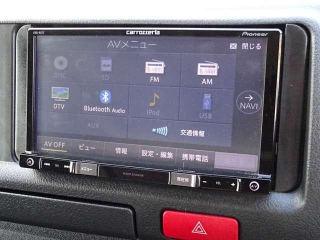 社外メモリーナビゲーション(AVIC-RZ77)が装備されています。DVDビデオ+フルセグTVの視聴が可能です。Bluetooth対応です。