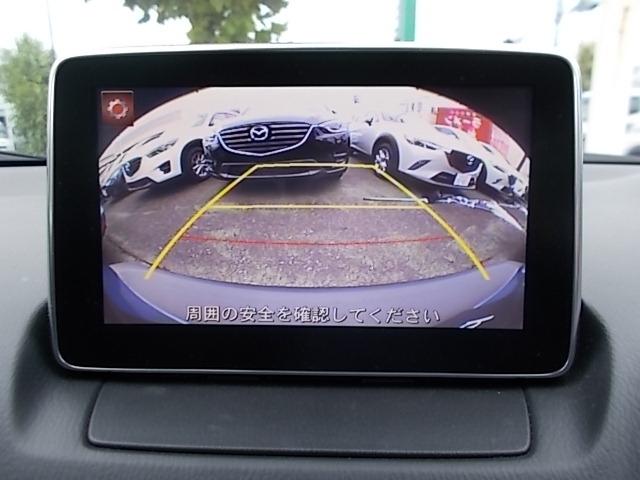 マツダコネクトはソフトウェアをアップデート出き常に最新のサービスを利用できるシステムです。ナビゲーション機能はもちろん、Bluetoothを利用してのハンズフリー通話もご利用いただけます。バックカメラ付き。