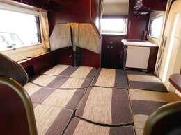 ダイネット部分ベッド展開時サイズ 長さ180cm幅190cm