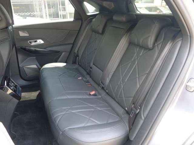 しっかりと厚みがあり座り心地の良いシート