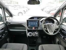 【 コクピット 】広々としていて快適なドライブがお楽しみいただけます。