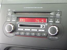 操作ラクラクな AM/FMラジオ付CD/MDプレーヤーを装備しています。