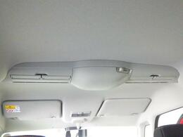 スリムサーキュレーターを標準装備しています。車内の空気を循環させ、前席・後席間の温度差を少なくします。