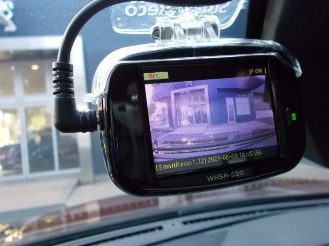 運転中の事故を証拠映像で残すことができるドライブレコーダー。 車のナンバーや人物など周囲の状況を映像で残せるので、あおり運転の対策としても注目されています。