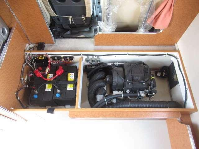 ツインサブバッテリー、走行充電、外部電源装備しております!追加架装もお任せ下さい♪