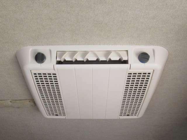 ルーフエアコン装備しております!発電機・外部電源から使用が可能です♪
