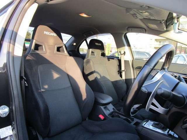 フロントシートはレカロシートを装備!