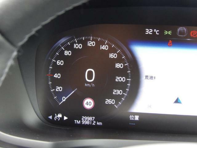 12.3インチ・デジタル・液晶ドライバー・ディスプレイは、4モード選択式です。左右のメーター中央にナビ画面を表示することも可能です。ディスプレイは縦型なので、ナビの進行方向をより先まで表示できます。