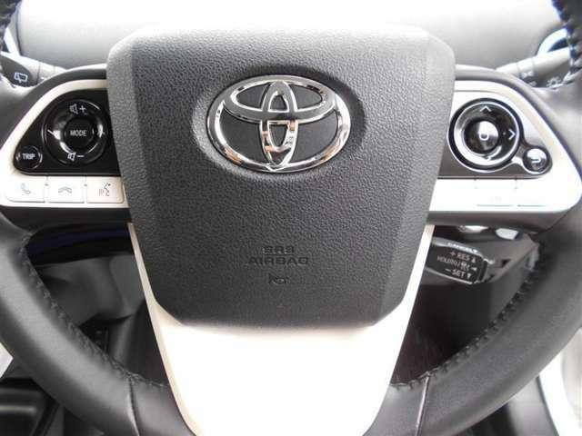 ステアリングスイッチ搭載!ハンドルから手を離さなくても、手元のスイッチで音量調節や選曲操作が出来ます。運転席に視線をそらさなくても操作が出来て安全です