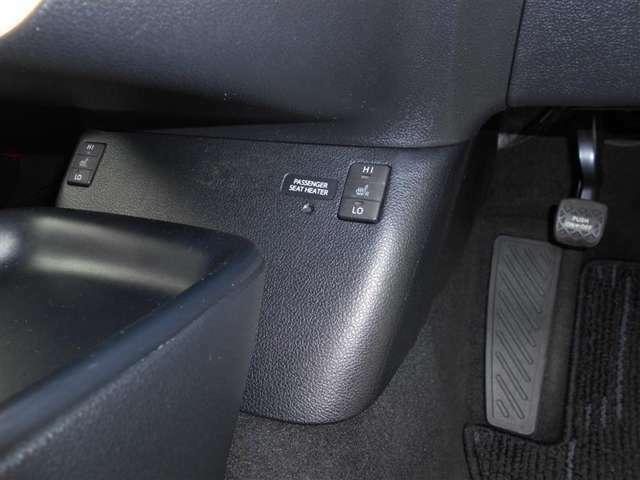 シ-トヒ-タ-付いています!シ-ト表皮の下に熱線を配置して、シ-トを暖めます!寒い日もシ-トが暖かで快適!ロングドライブ等で負担のかかりやすい腰も冷やすことなく運転でき、腰痛防止にも役立ちそうです!