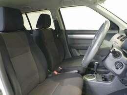 しっかりした疲れにくいシートと広い室内で、長距離ドライブも快適です♪