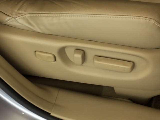 ☆運転席8Wayパワーシート☆電動にて任意の位置に調整可能です。