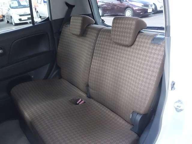 後席シートの様子 長距離ドライブでも疲れにくく快適です。