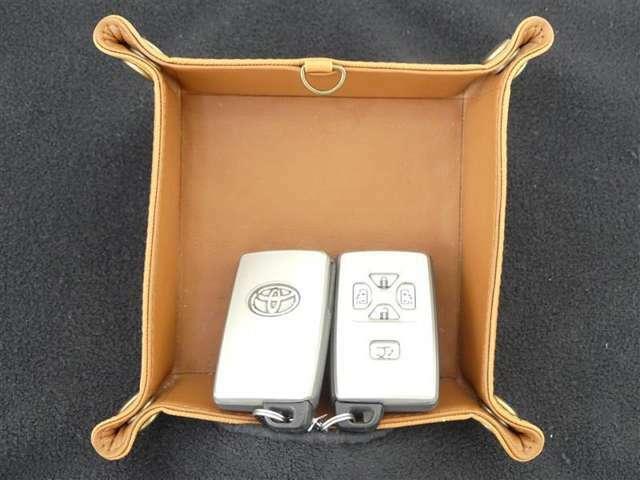 スマートキー対応です。キーをポケットやバックにポン!ドアノブを触るだけでロックの解除、施錠が出来ます。便利です。