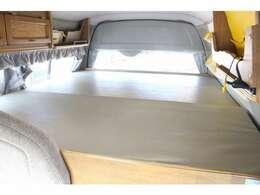 リア常設ベッド185×160となっております!