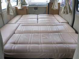 かなり広々としたベッドになっております♪