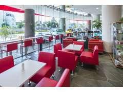 ショールーム内では、FIAT CAFFEを併設、エスプレッソの香り漂う店内でイタリア気分を満喫してください。