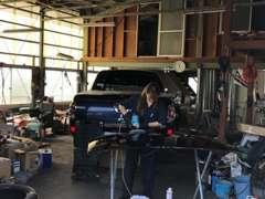 信頼できる提携先の認証工場があります。納車後のアフター整備もお任せください。