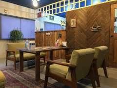 家具はオールハンドメイドでゆったりおくつろぎ頂けます。