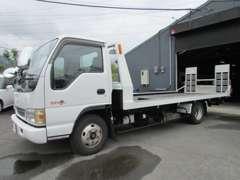 納車時やお車が動かなくなった際のお引取りも、こちらの積載車で伺います!