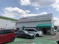店頭には、様々なホンダの車の展示車や試乗車がございます。広い駐車場も完備しておりますので、お気軽にご来店ください♪