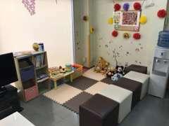 ご家族みなさまでお楽しみ頂ける広~いキッズスペースです♪おもちゃに、お絵かき、ぬりえもございます☆★