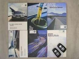 各種取扱説明書、整備記録簿、スペアキー等ございます。記録簿はH25・H26・H27・H28・H29・H30・H31 全部で7枚ございます。BMW正規ディーラーでも整備されてきた素晴らしいお車です。